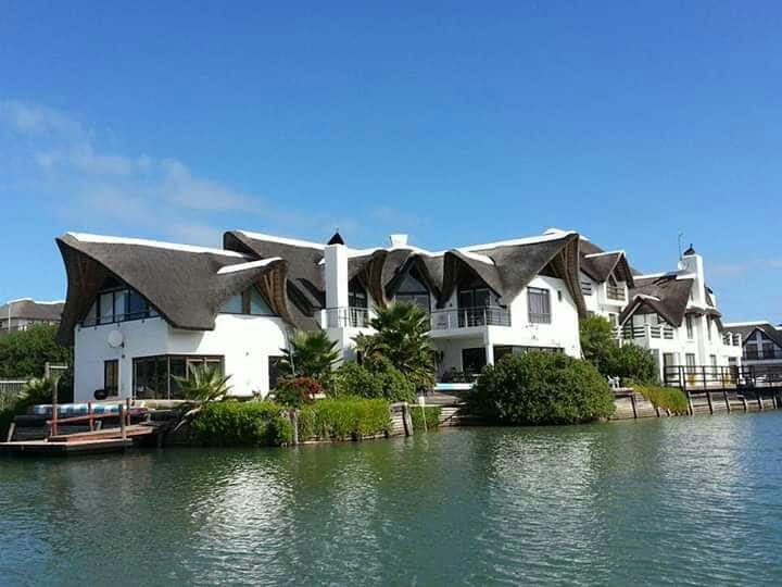 Driftwood R8500 per day sleeps 8 to 12 in 4 suites