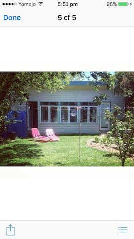 Sunny Garden Studio in Northcote