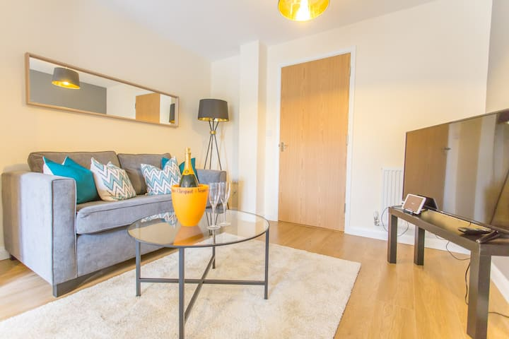 Self-contained Oxford 3 bed w/ parking and garden