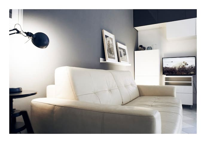 Leather soft touch sofa with tv led screen - divano in morbida pelle con TV led