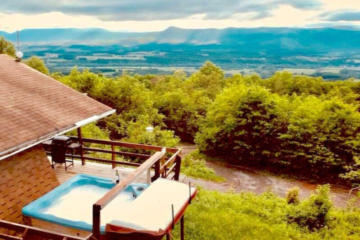 MountainTop w/Hot Tub, Stunning Views (near Luray)