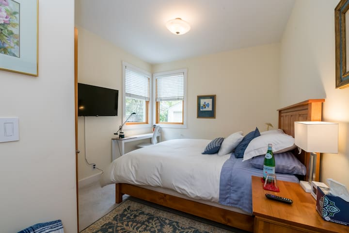 Luxury room and private bath in midtown Palo Alto