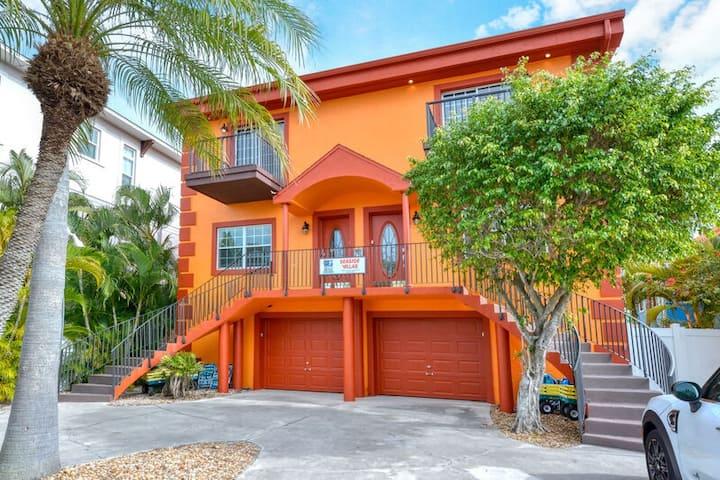 SEASIDE VILLAS - Deluxe 5-Bedroom Siesta Key Townhouse Vacation Rental - With He