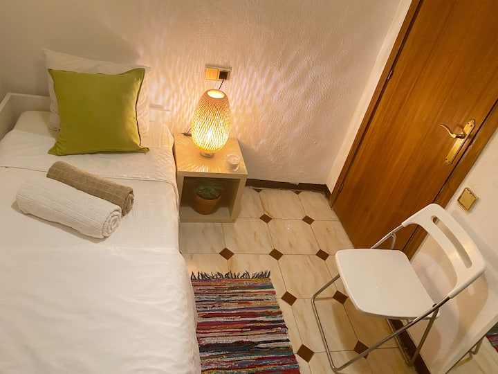 Lovely and Cozy Bedroom  Barcelona City Center