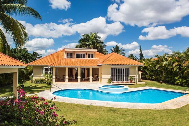 ✪ Villa de Golf con Piscina, Jacuzzi, Wifi y BBQ✪