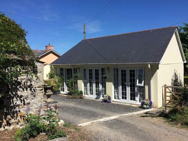 THE COACH HOUSE, pet friendly in Bodmin, Ref 955428