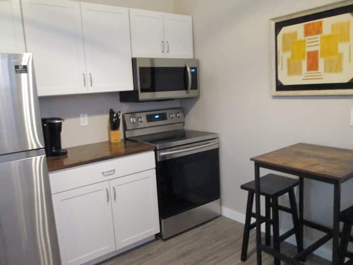 Studio Apartment in the heart of Walkerville