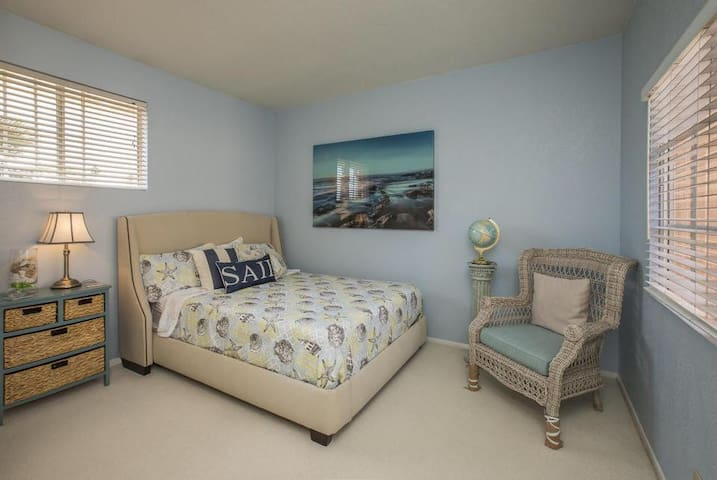 Bedroom with private Bath Goleta Getaway!