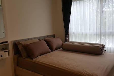 Entire clean apartment, airport 10min, free Wi-Fi