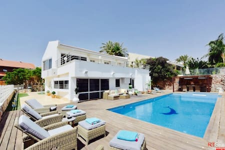 LUXURY VILLA - SWIMMING POOL SEA VIEW /JACCUZI