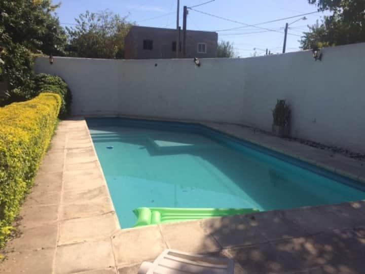 Disfruta la tranquilidad de la piscina.Schönenberg