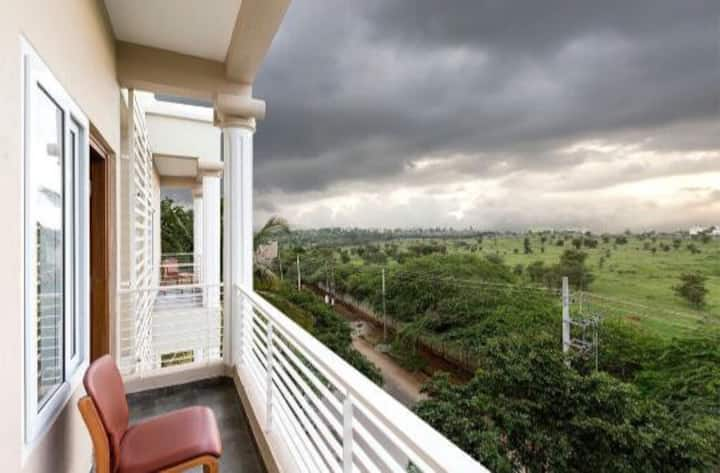 2BHK POSH YET HOMEY APARTMENTS W A/C AND 2 PATIOS