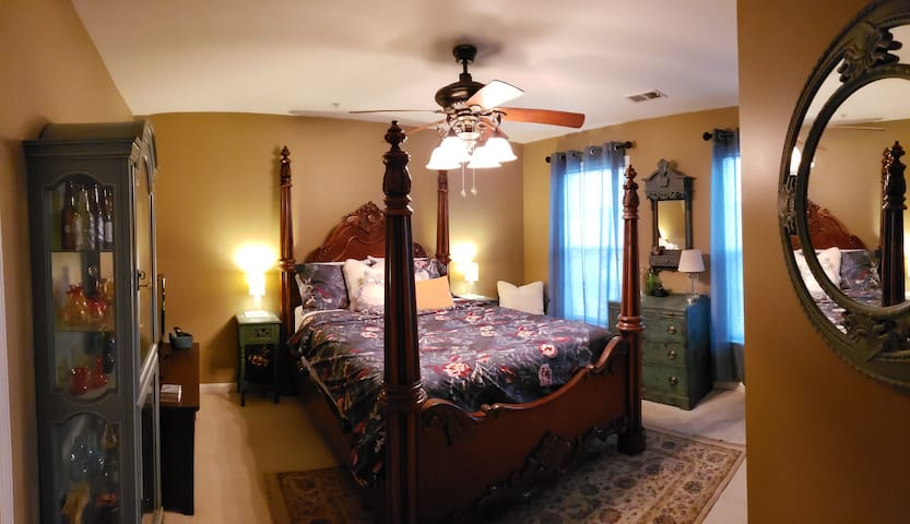 The Owl's Nest Luxury Queen Bedroom