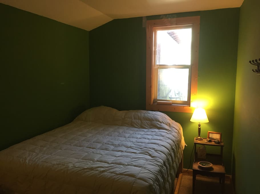 Guest Bedroom (8/28 - 10/31):  Queen Bed, cozy room (9' - 13'), great room for 1 person, snug for 2