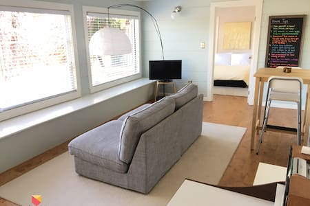 Sunny 1 Bedroom Apartment Near SF! - Mill Valley