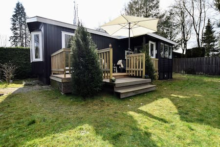 Tasteful chalet with veranda in the Veluwe