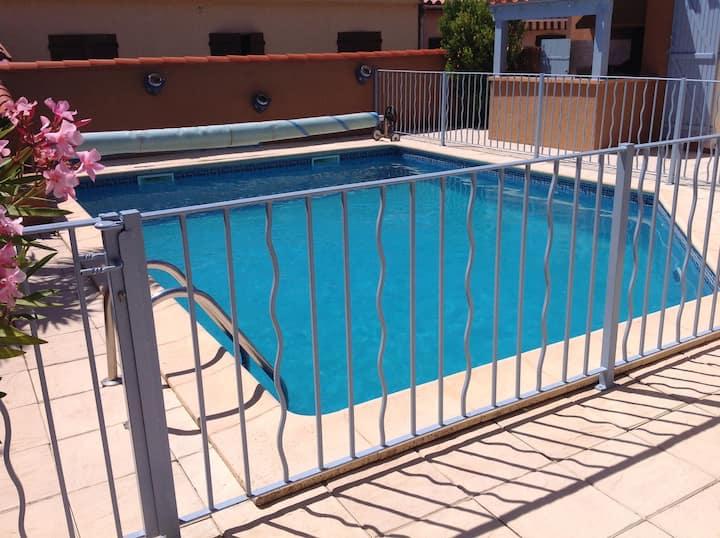 Villa 4 faces avec piscine chauffée , sécurisée, 8/10 pers , proches plages et commerces