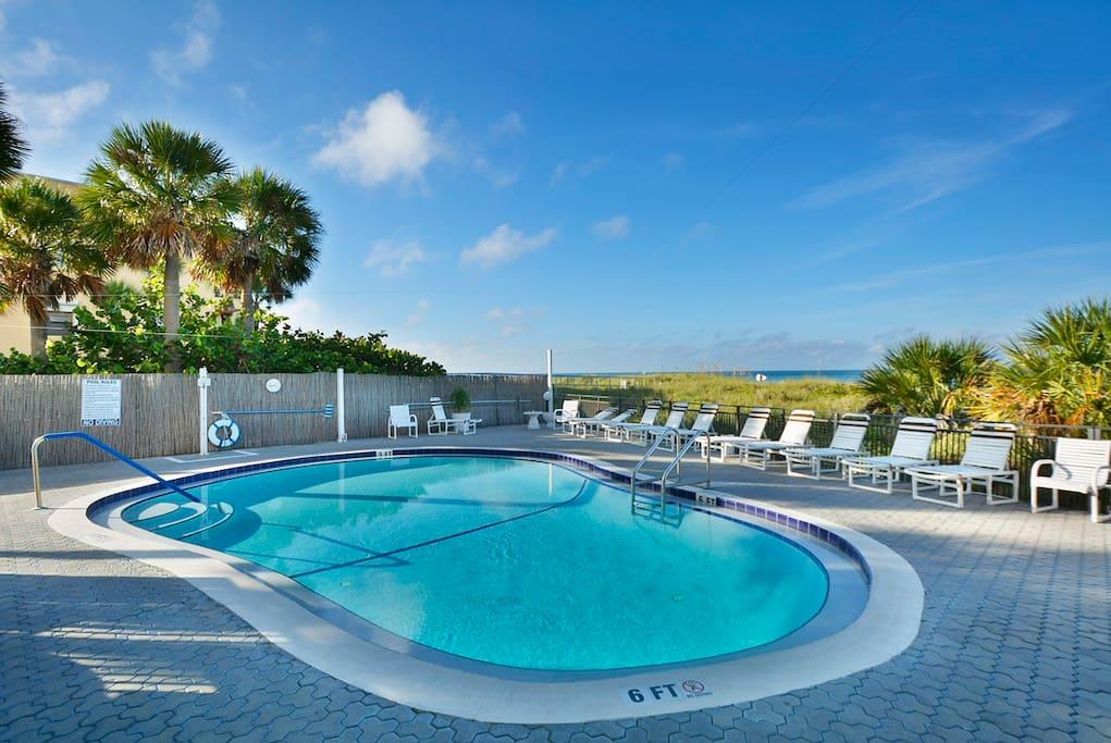 Pool,Resort,Swimming Pool,Water,Chair