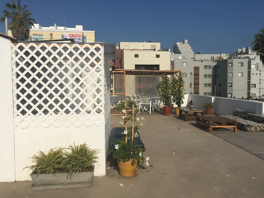 Terraza con cocina, cuarto y baño