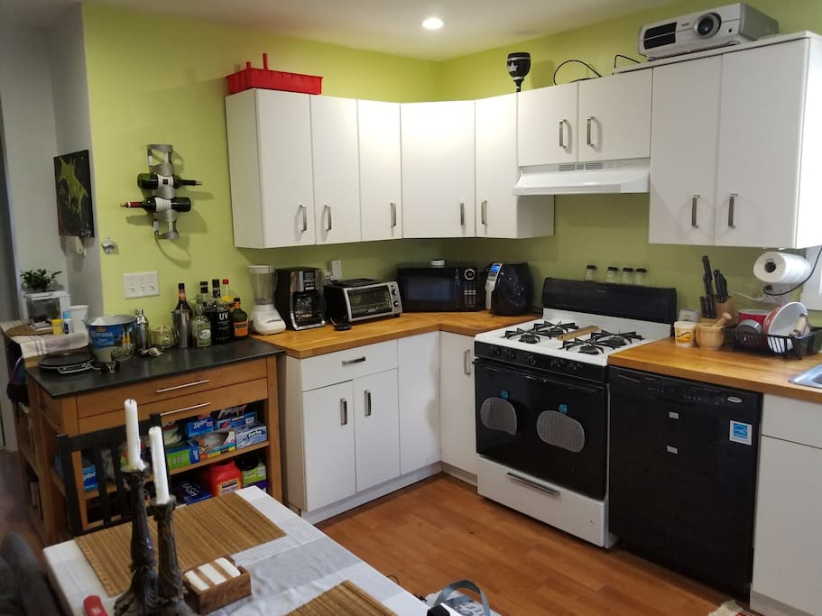 Newly refreshed kitchen for light cooking!
