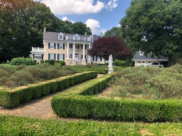 Hobock Estates - Campbell House - 10 min from I-40