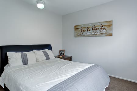 Master Bedroom + Ensuite near city - Coorparoo