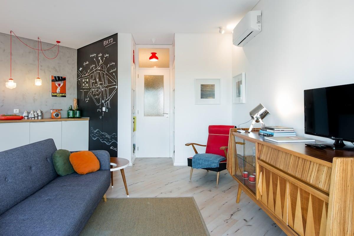 Apartamento amplo e soalheiro no coração do Porto artístico