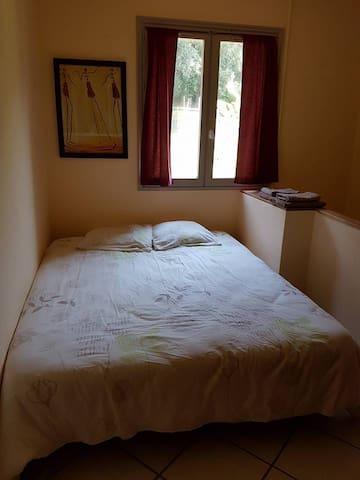 Chambre 4 (lit double)