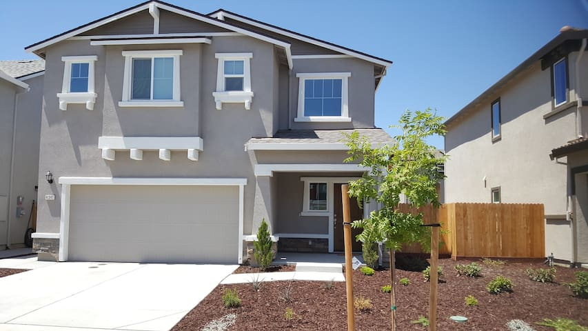 Gorgeous, newer Westlake home in North Sacramento