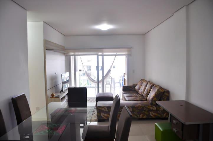 Confortável Apt. 2 Suites -30mts da praia Campeche