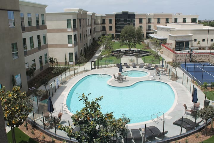 Equipped Studio Just 4-Minutes from the Airport   Fitness Center + Pool Access