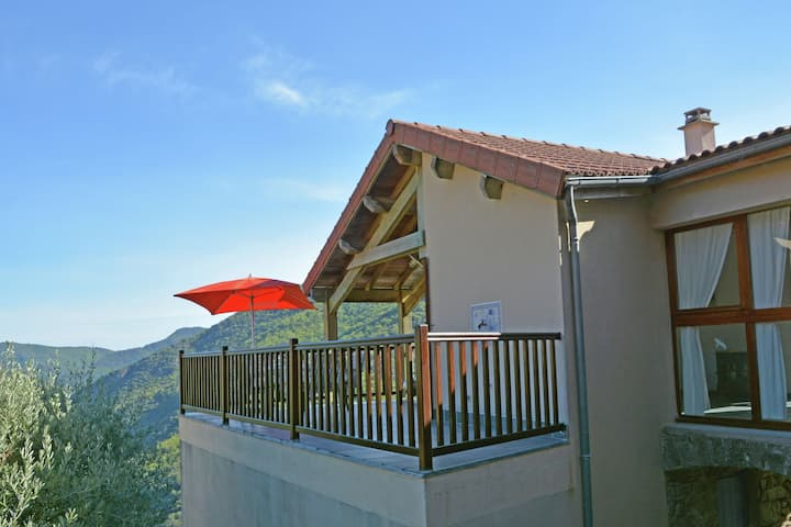 Villa in the Cevennes on the border of the Ardèche and stunning views of a lake