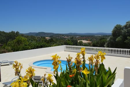 House with pool in the Algarve
