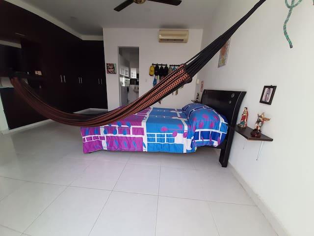 Disfruta la amplitud de una confortable habitación