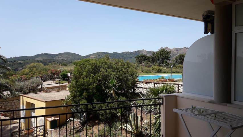 Bilocale  con piscina a Capoliveri (LI)