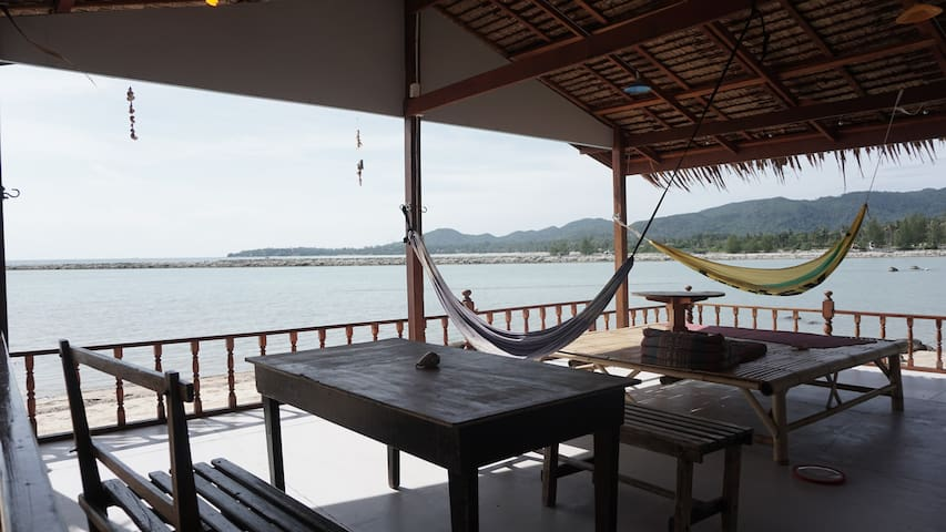 Self, fully contained private villa on the beach - Surat Thani - Квартира