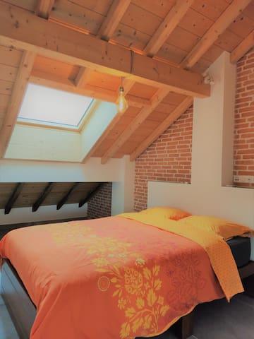 Chambre avec lit double (literie neuve)