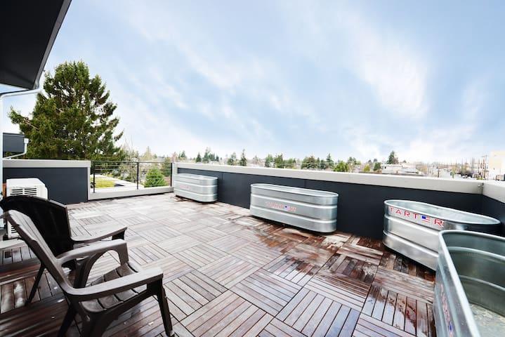 Modern Townhouse w/pvt Rooftop Deck