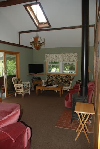 Aurora Cottage - Southbury - House