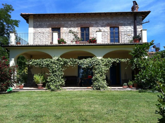 Country House with Pool near Tuscany's border