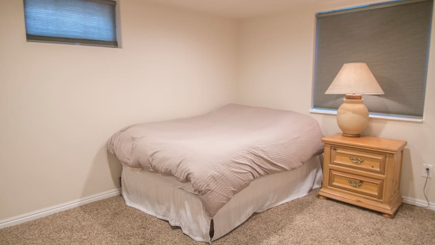 1BRD, Theater, Laundry, Tile bathroom - Taylorsville - Flat