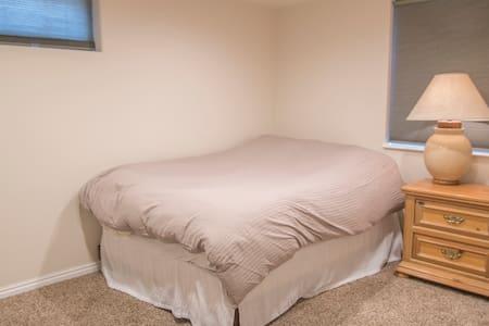 1BRD, Theater, Laundry, Tile bathroom - Taylorsville - 公寓