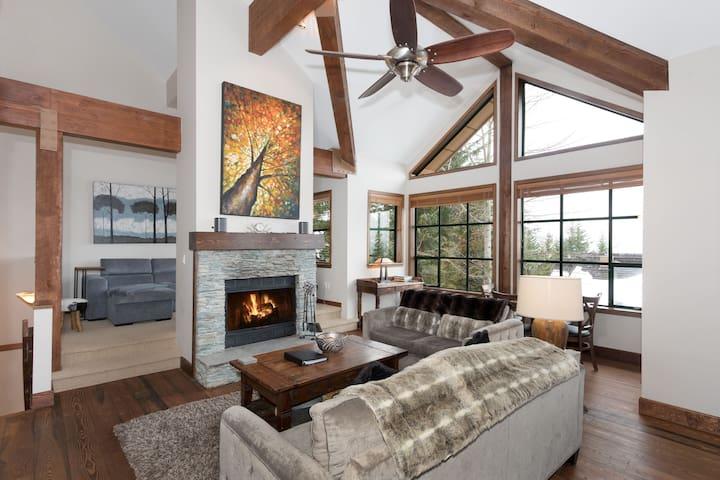 Whistler Village Luxury home Sleeps 12, Ski Access