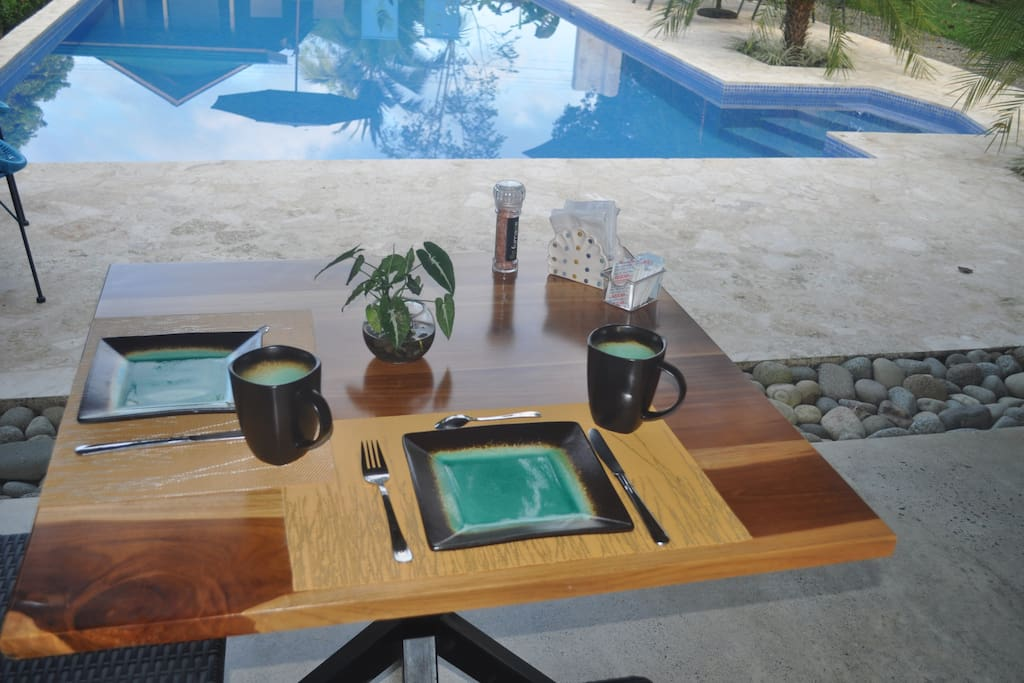Eating & relaxing area, swimming pool  / zona para comer y descansar, piscina