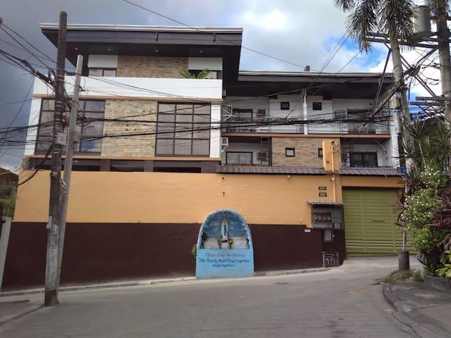 San Juan Townhouse Unit 2 Entire House for 18 pax