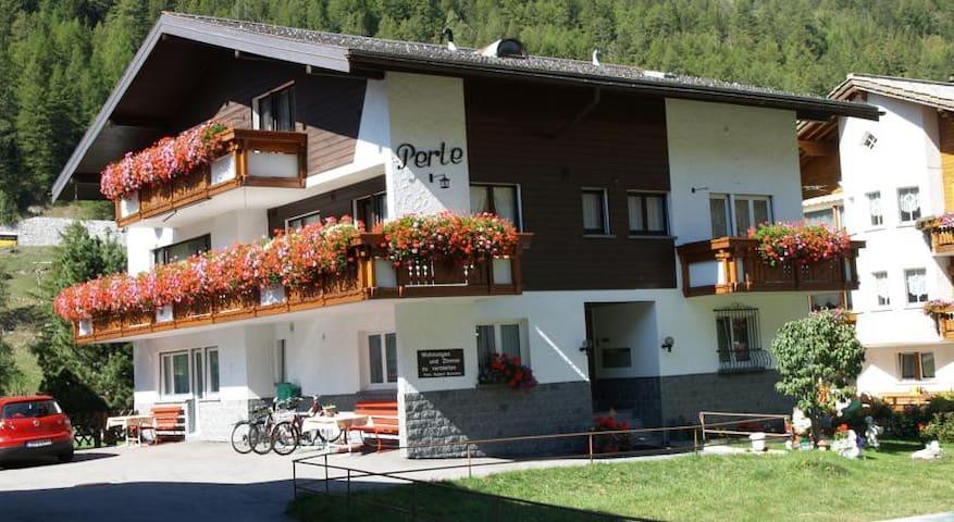 Ferienhaus Perle - Dachwohnung mit super Ausblick - Saas-Grund - Dom wakacyjny