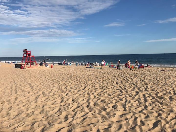 Misquamicut Beach Condo!!!! 5 min walk to BEACH!
