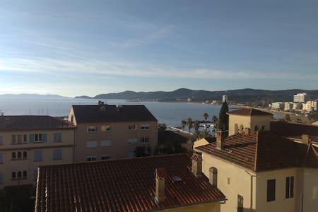 appart de 55 m2 grande terrasse vue mer et colline - Le Lavandou