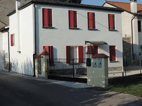 Casa Rossa~ Sua porta de entrada no campo de Veneto