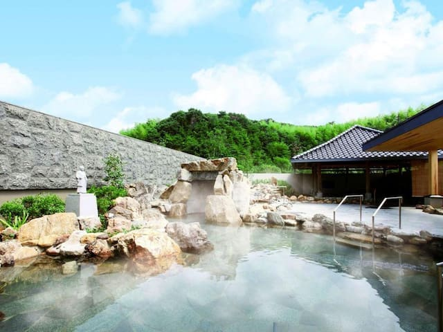 【20 mins by car from the airport!】【4 pax】Onsen open-air bath available!洋室(36㎡/Non smoking),Free Wi-Fi!